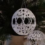 Háčkovaná vánoční koule