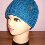 Háčkovaná čepice s pleteným vzhledem