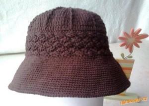 hnědý klobouk