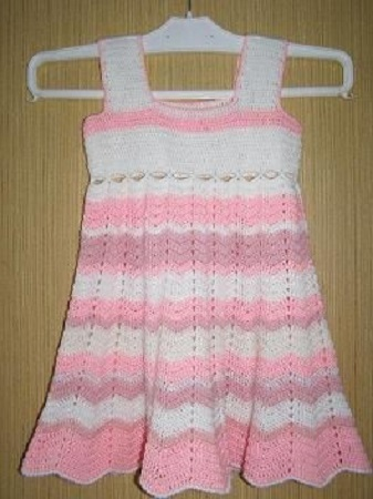 dc3fd5f27031 Dětské háčkované šaty. Návod na háčkované šatičky pro dětskou věk dítěte  cca 3 roky. Model je háčkovaný z příze Baby háčkem č. 3.