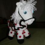 Bílý koník s puntíky
